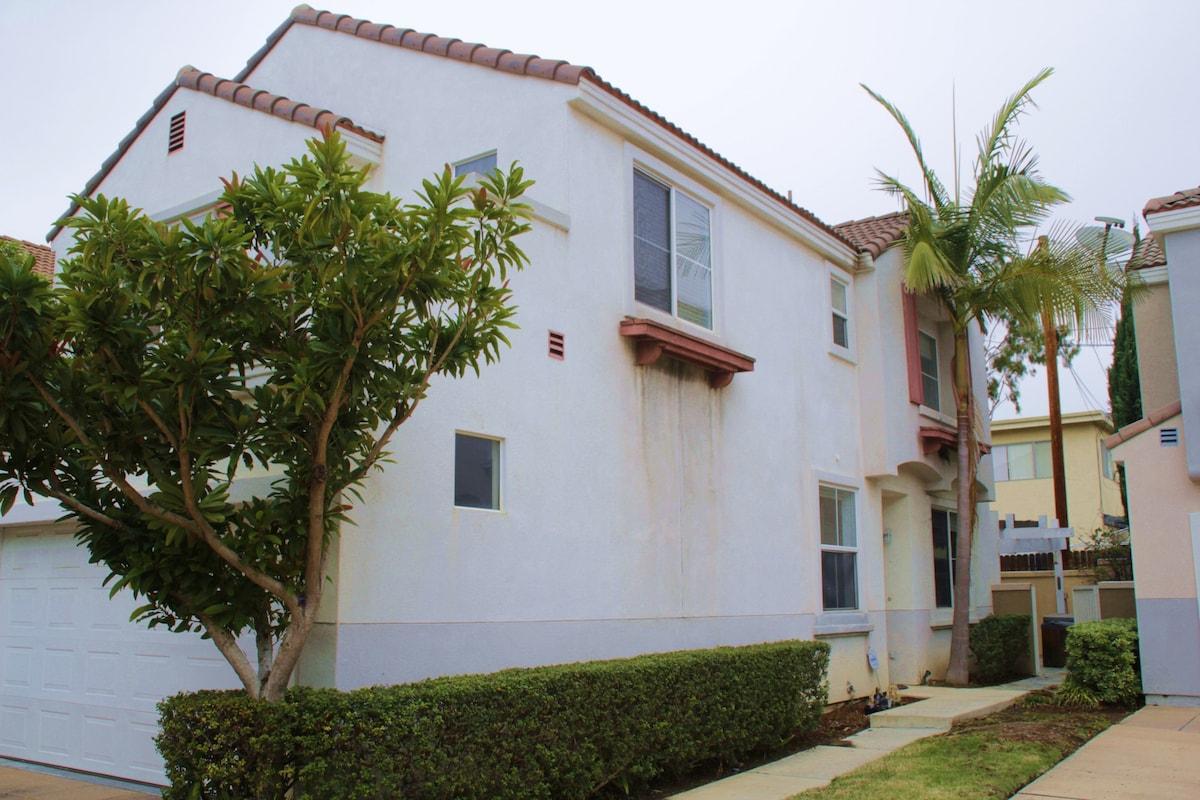 3BR/2.5BA Majestic Long Beach Home