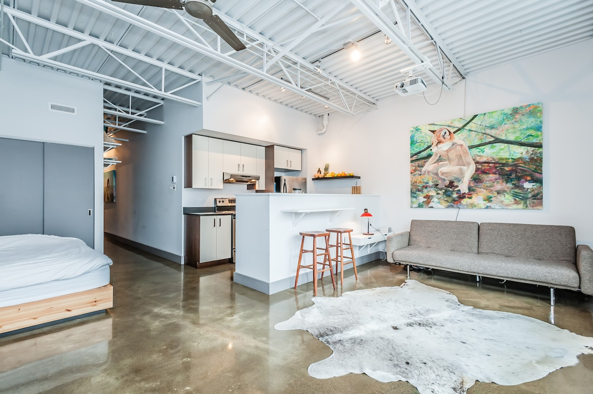 New Artsy Loft in Great Location