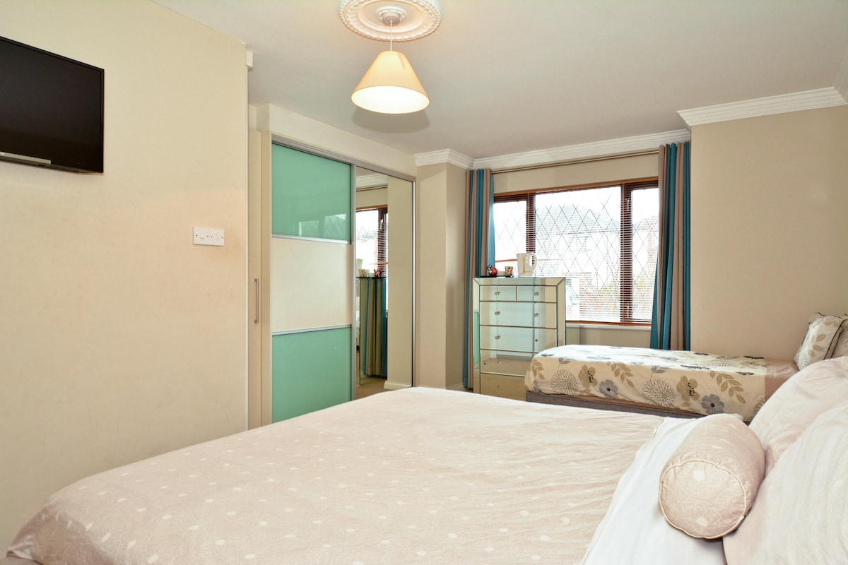 5 The Green,College Rd-Twin Ensuite