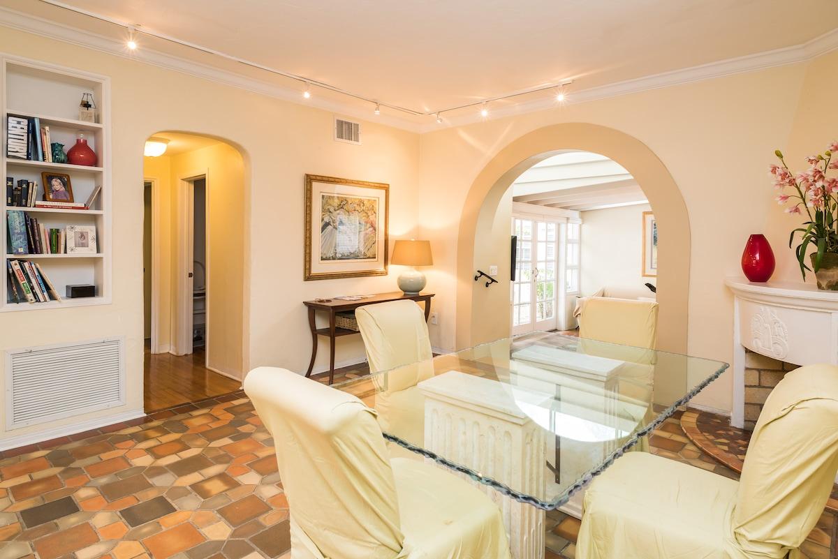 2 Bedroom Apartment on Espanola Way