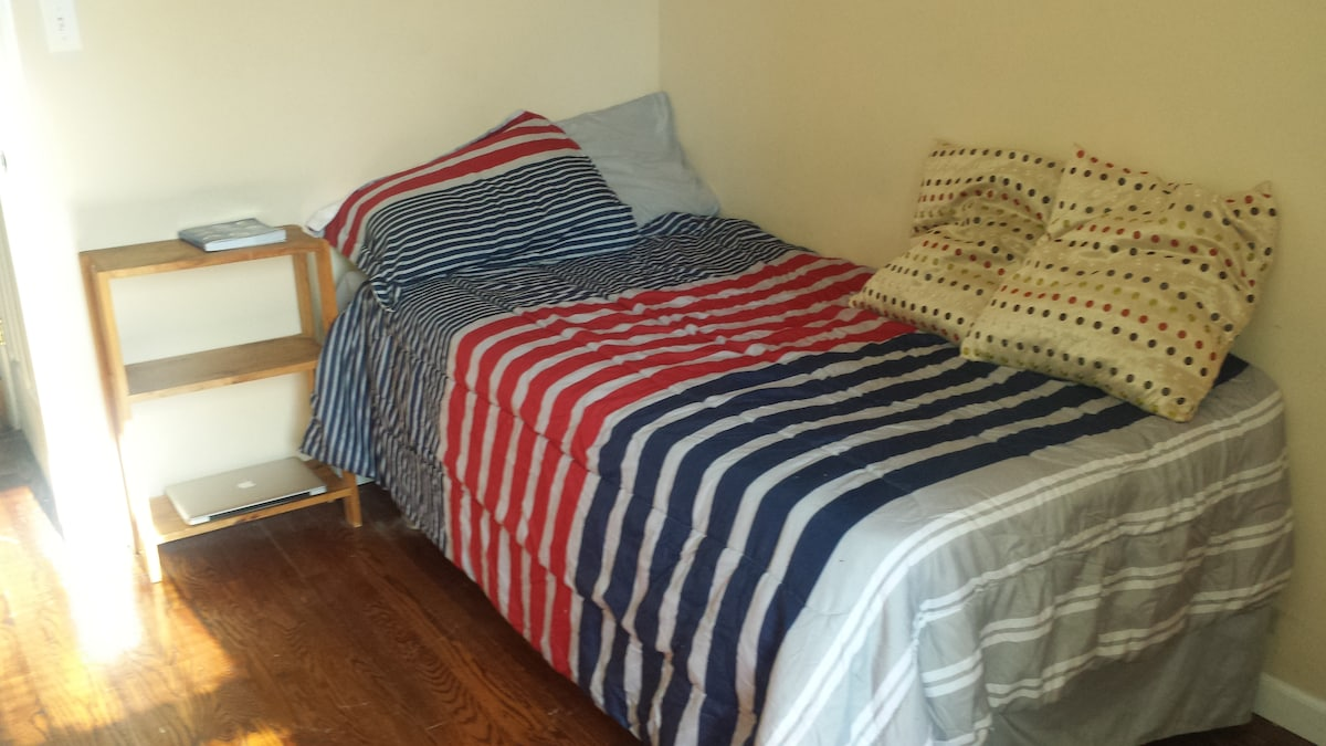Cheap, Cheerful AND Super Cozy !!!!