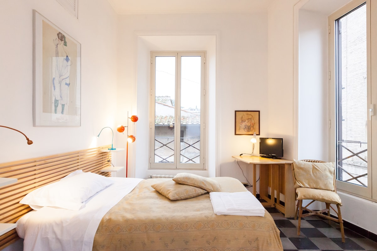 Single room in the center of Rome