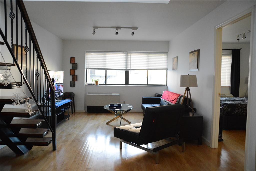 """Huge Living Room, HDTV (55"""") every possible cable channel, DVR, WiFi.."""