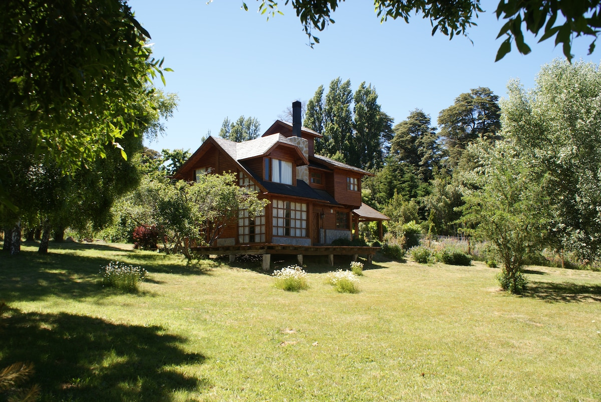 Beautiful Log House in Bariloche