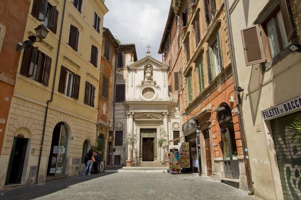 Few steps from Campo dei Fiori