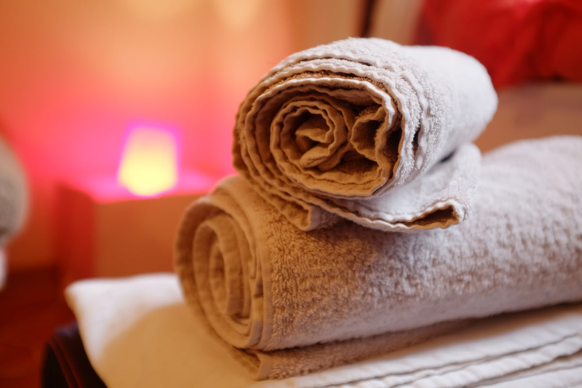 FRESH TOWELS AND BEDCLOTHES!
