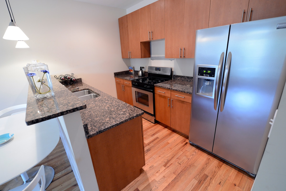 State of the art kitchen, gourmet kitchen,microwave!  Filled with dinnerware, enjoy complimentary coffee!