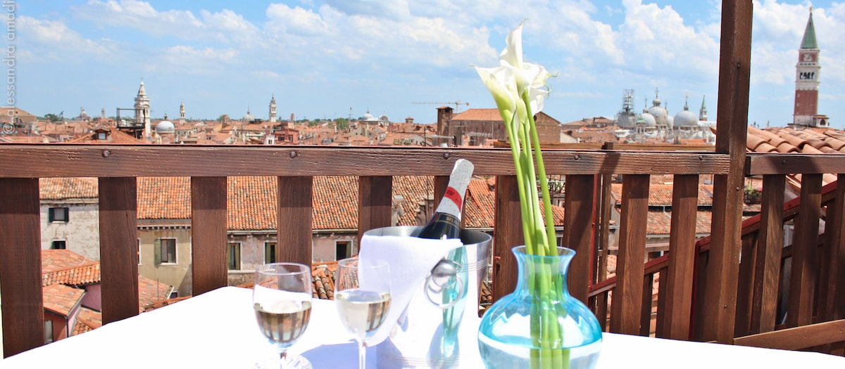 Relaxing moments in the top roof terrace Views over Saint Mark's Altana Albachiara