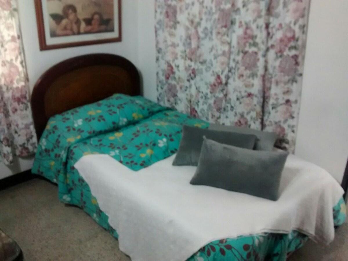 Cozy Bedroom andbreakfast at belen