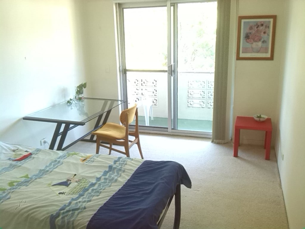 Cosy large single room facing park