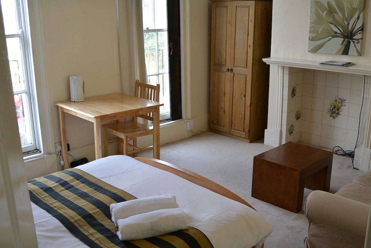 Room 3 in paddington