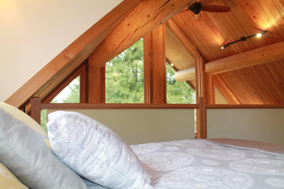 Suite in Log House w/ Loft Bedroom