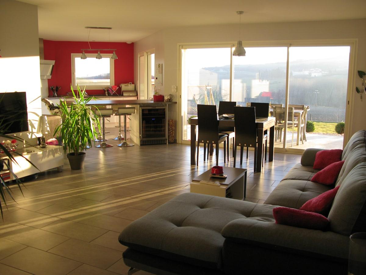 locations saisonni res et locations de courte dur e geyssans airbnb. Black Bedroom Furniture Sets. Home Design Ideas