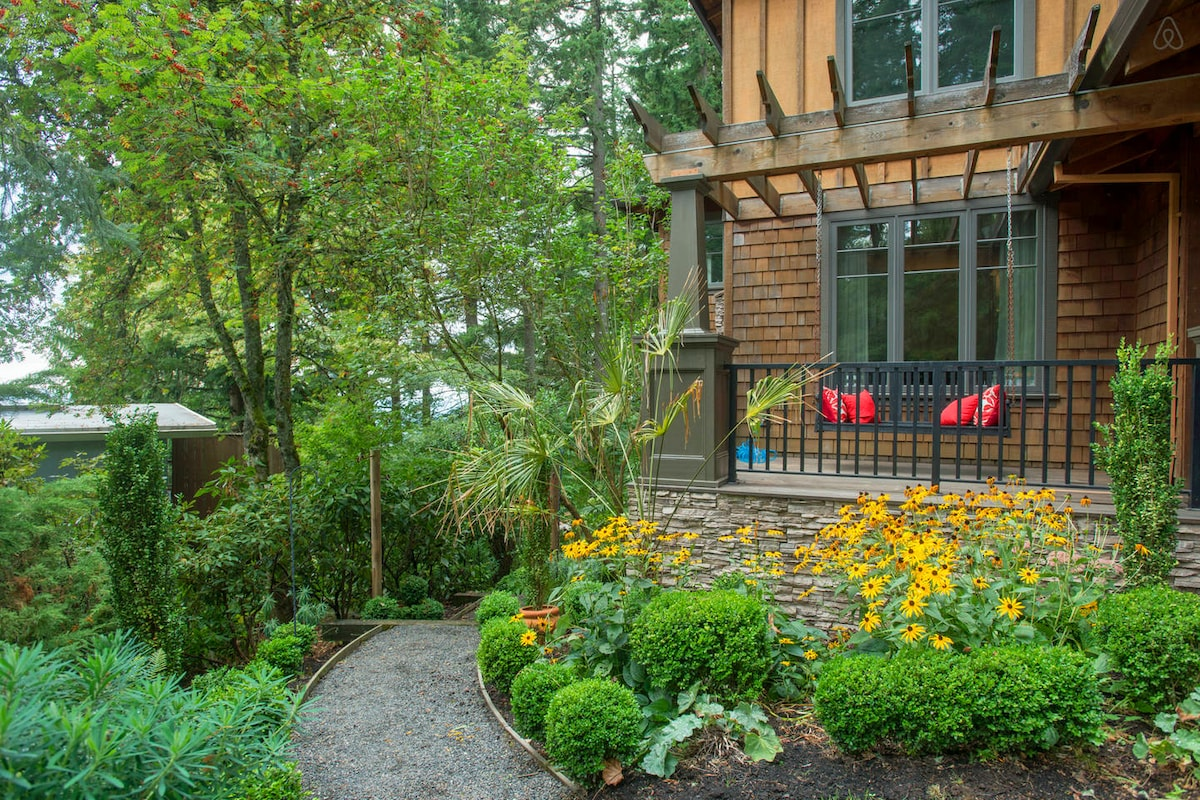 Wooded Luxury w/Downtown Access