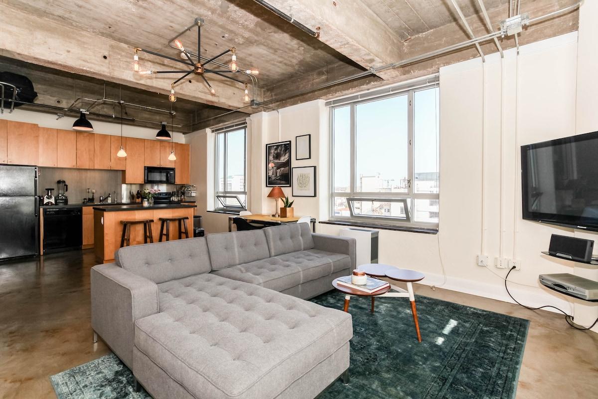 Modern Loft: Heart of Downtown