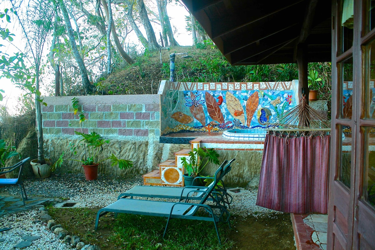 Montezuma heights, Mariposa cabin