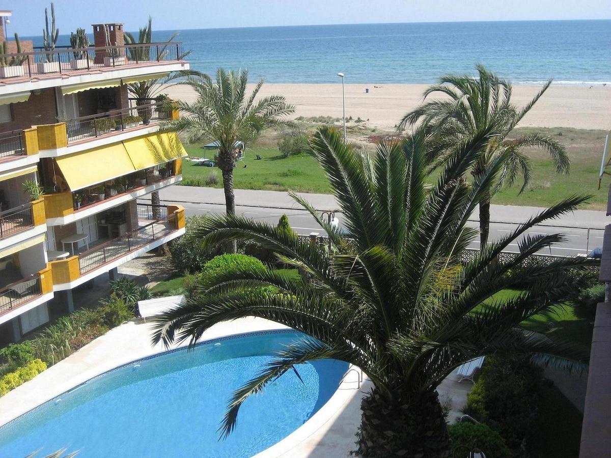 Beachfront apartment Castelldefels