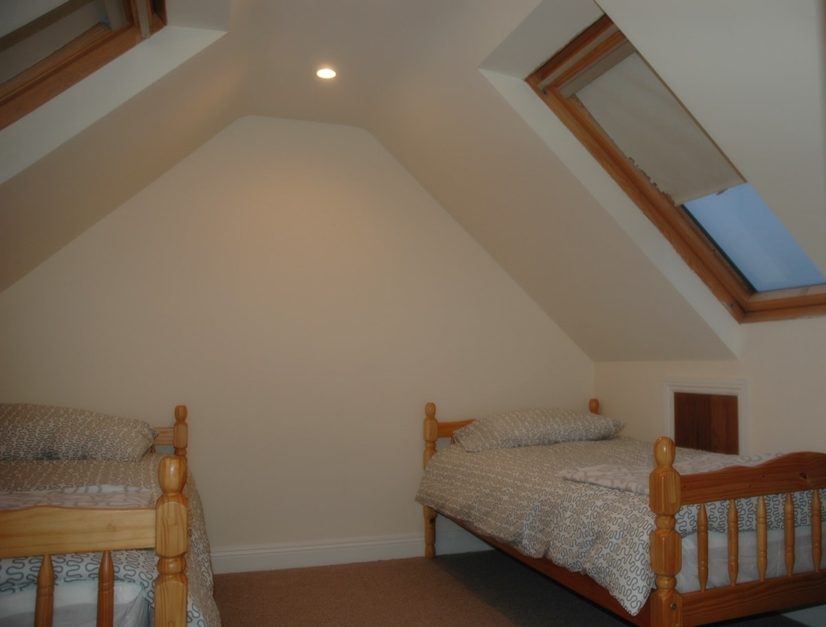 1 bed available for a male ensuite