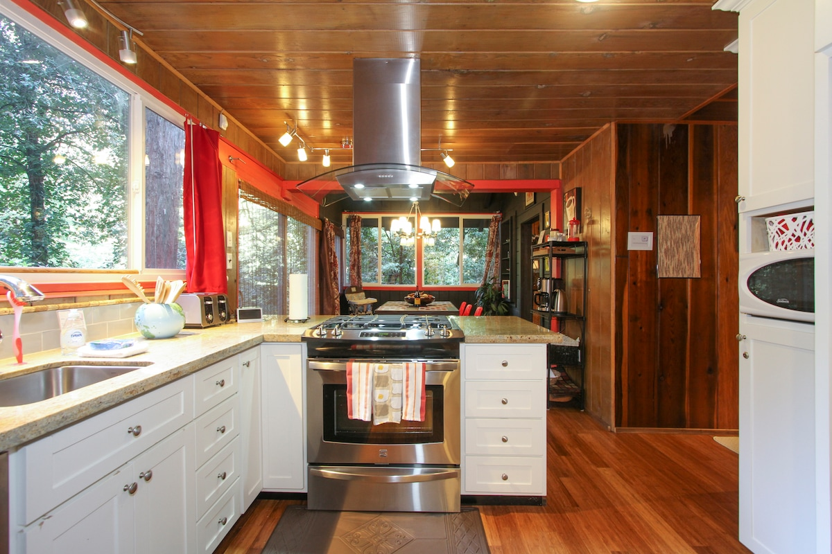 Big Berthas~Cabin Chic in the Trees