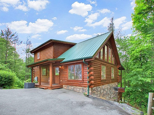 Log cabin 5 minutes from downtown