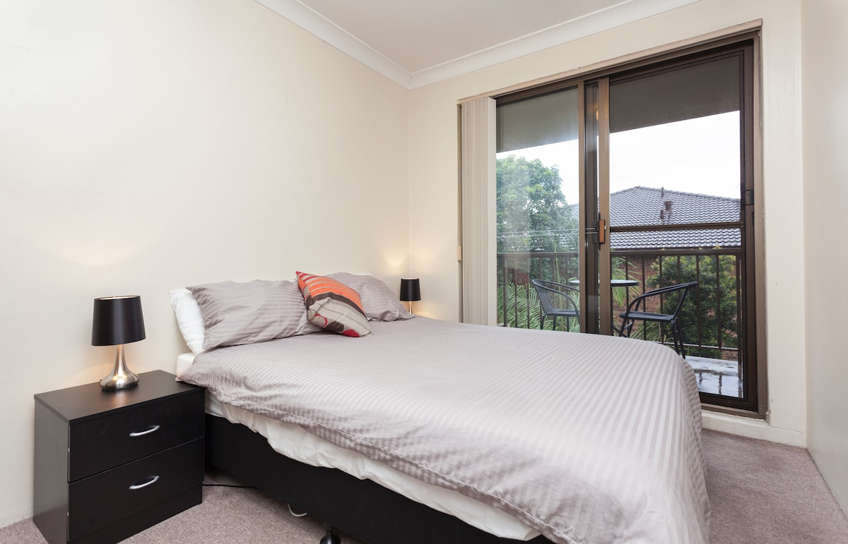 Cosy Room with Balcony Close to CBD