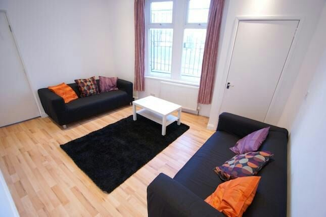 Lovely large 5 bedroom house Leeds