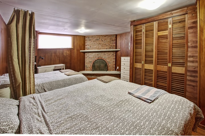 Large 2 Queen Bed Room + Fire Place