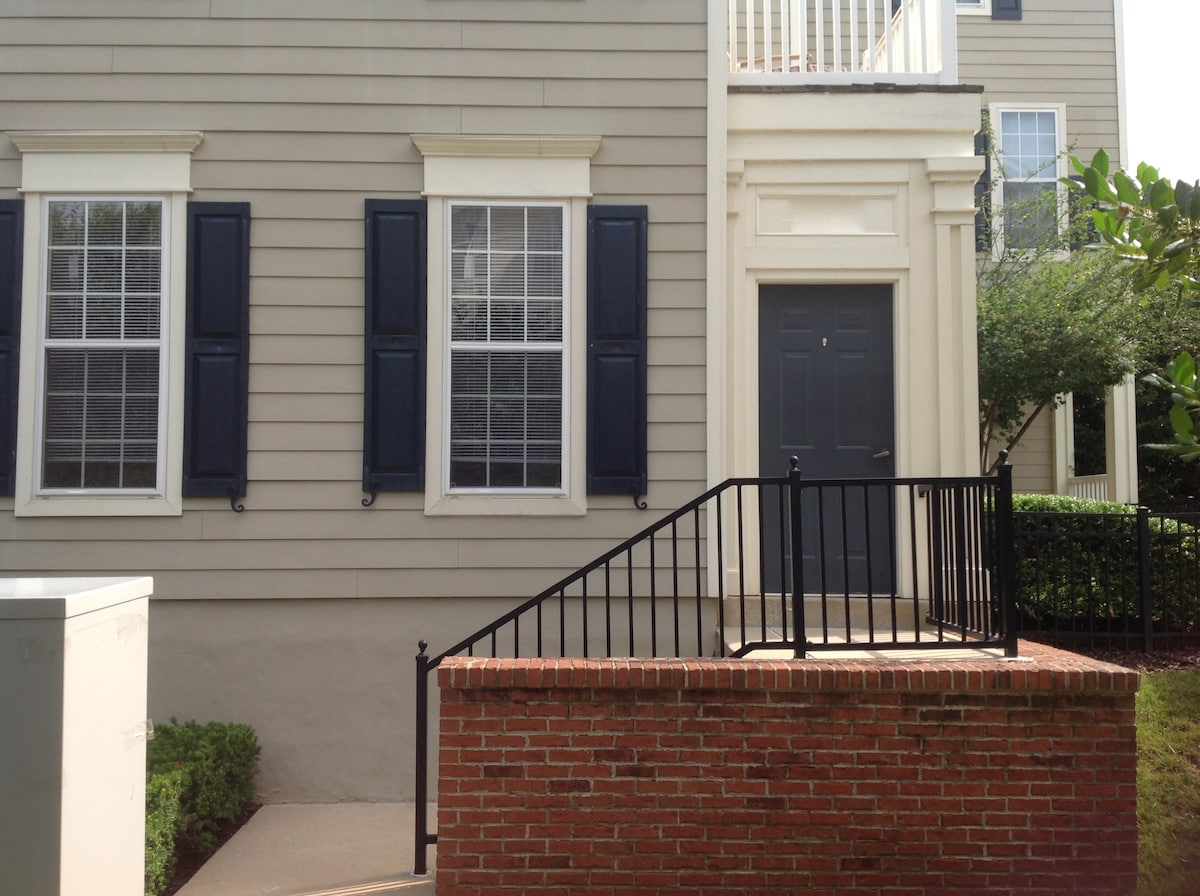 Beautiful 2Br/2Ba Townhouse near DC