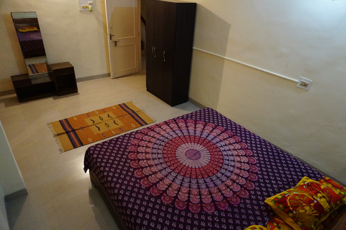 Well located independent room