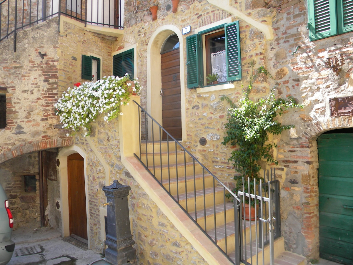 the house in the Tuscan village