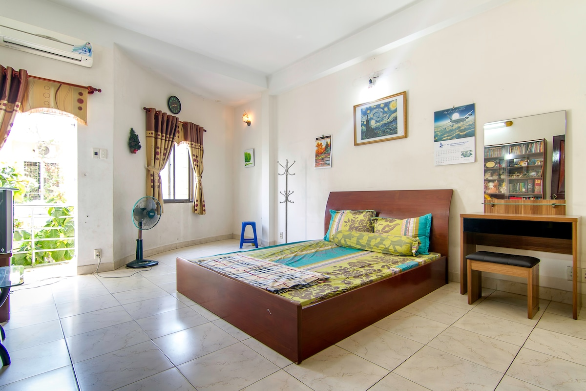 Home-stay near both centre &airport