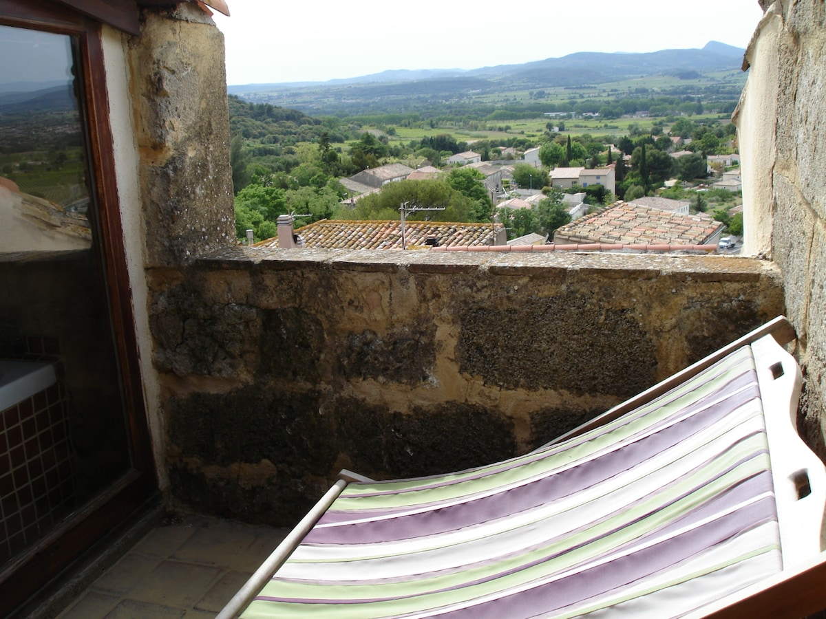 Terrace of the bedroom. Beautiful sunset view (straight west). Panoramic view over the village roofs, the vineyards and the valley. Absolutely private!