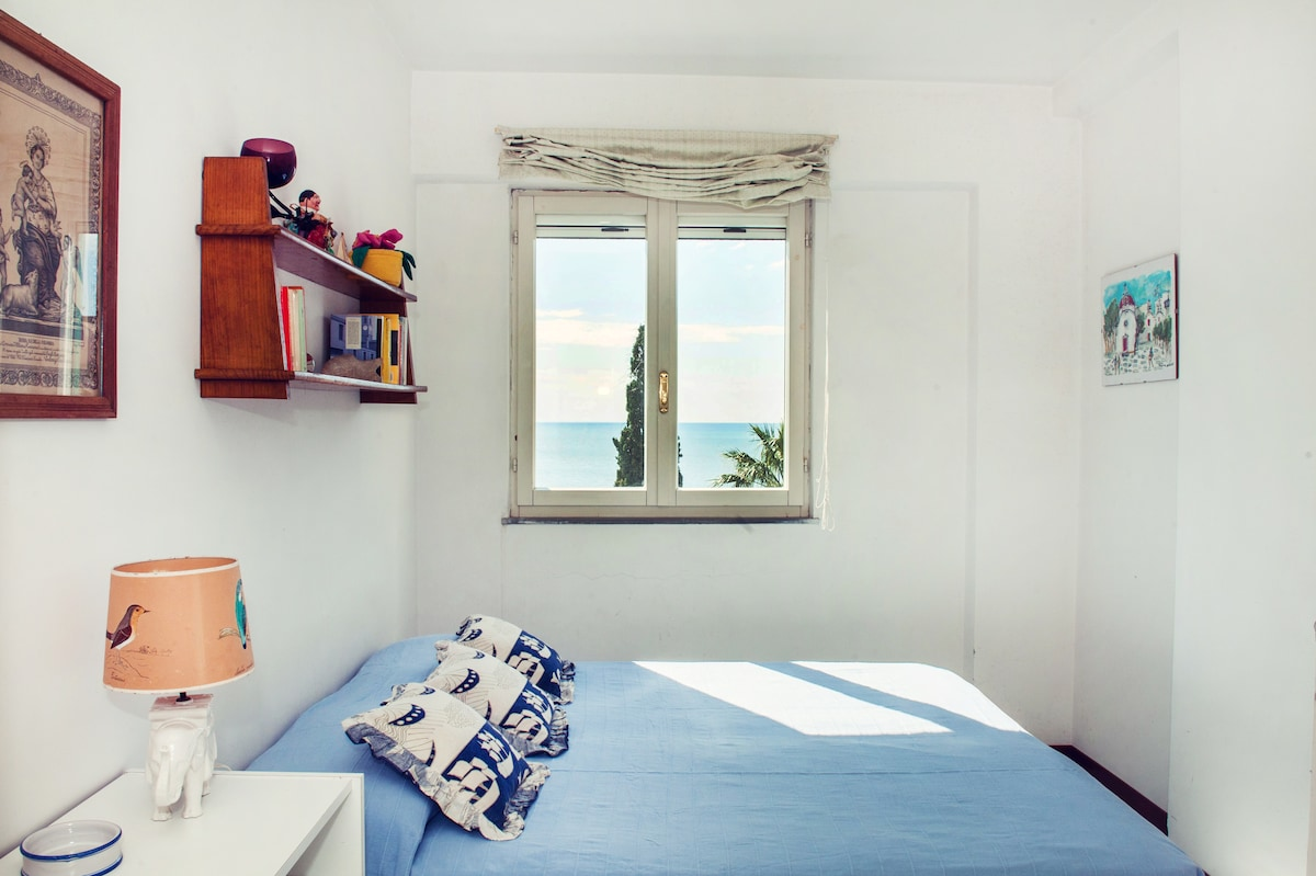 Seaview apartment in the Old Town