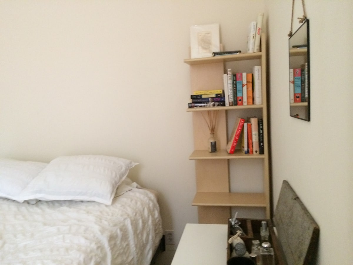 Sunny UES Room - No Cleaning Fee!