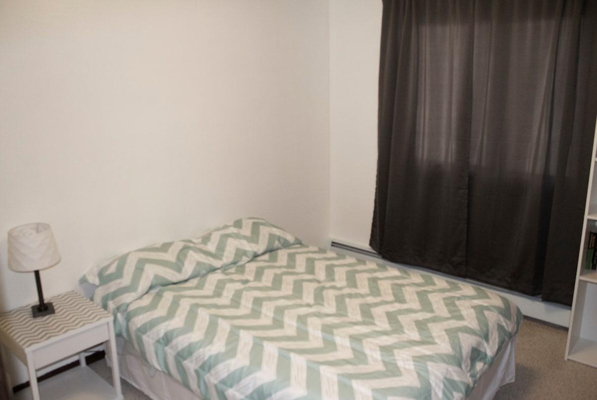 Cozy room in artsy Eastside home
