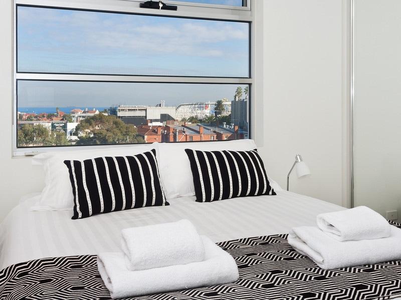 IR32 Stunning penthouse in St Kilda