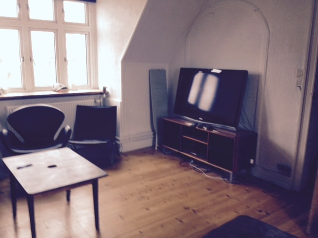 16M2 room just by a park
