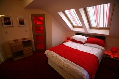 1 x Double ensuite room (red)