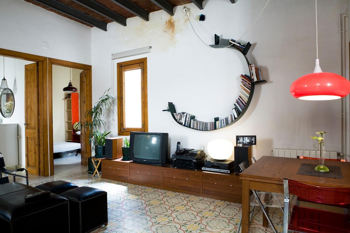 Main floor: Living room: view to the bedrooms