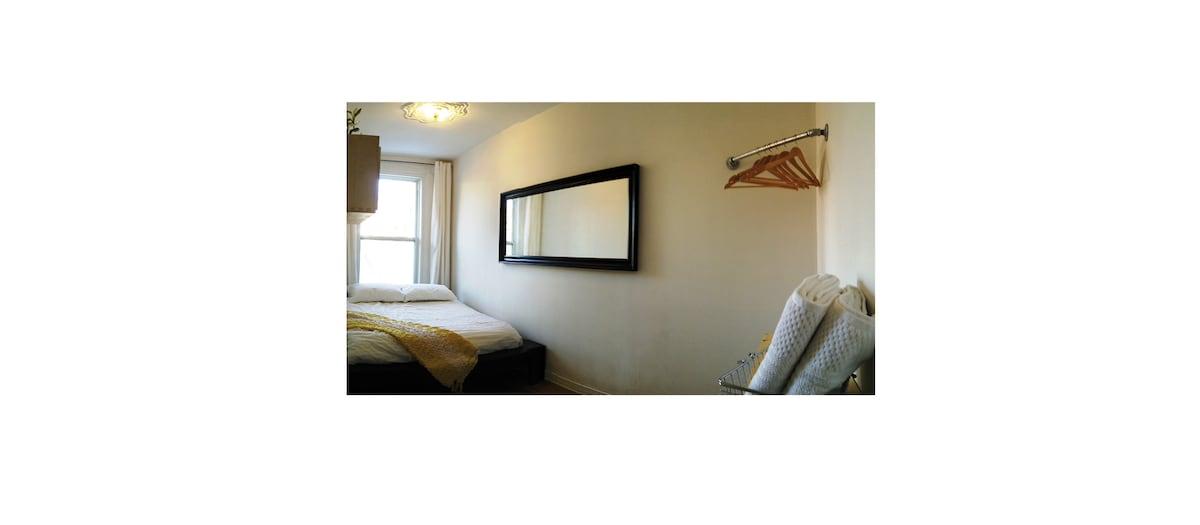Cozy room Plateau Lafontaine Park