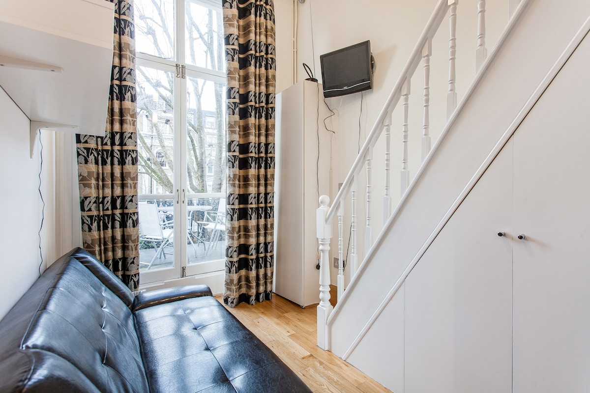 Cosy Hyde Park Studio With Terrace!