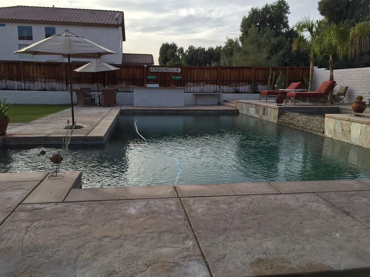 Coachella House (1 room available)
