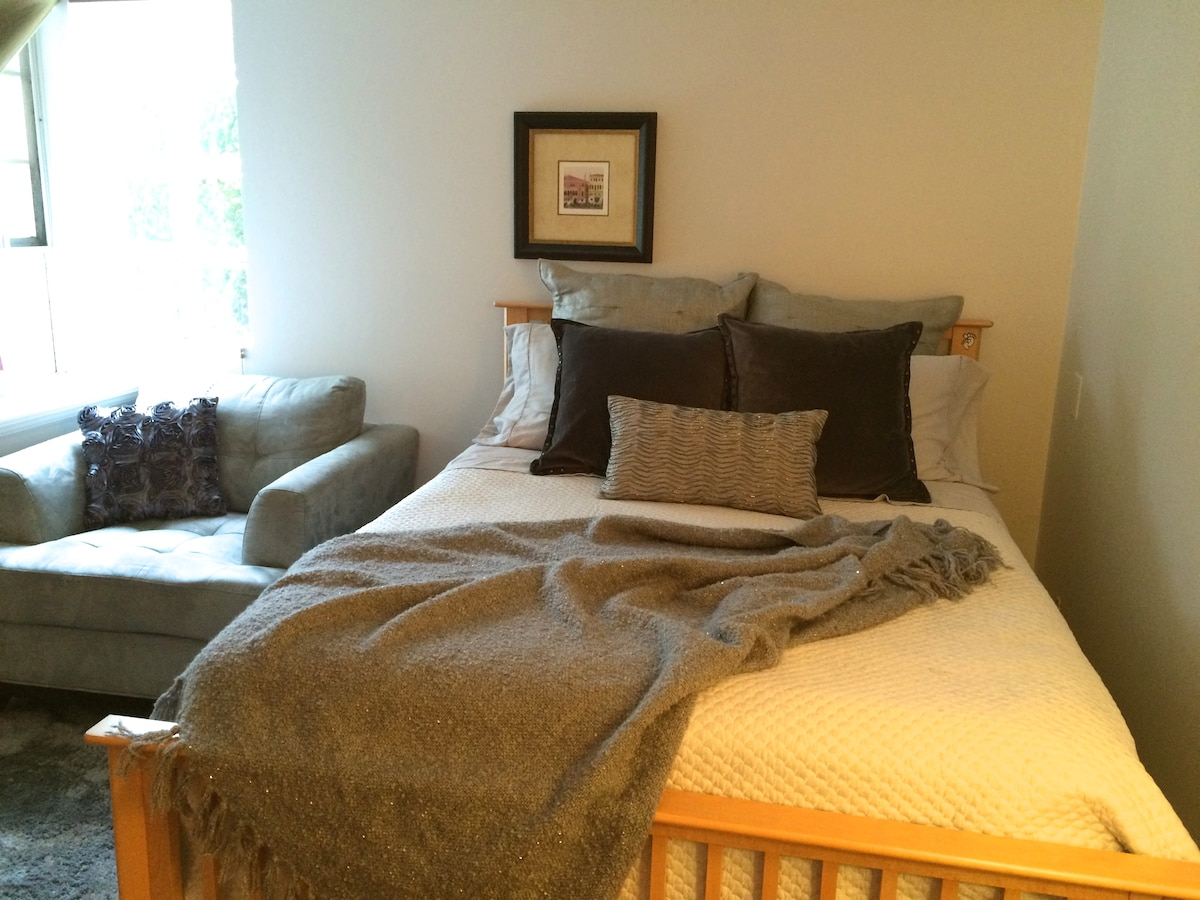 Lovely Room &Bath near DT Vancouver
