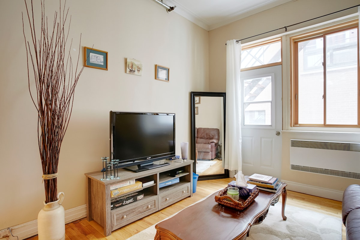 Charming 2 Bedroom Next to Crescent