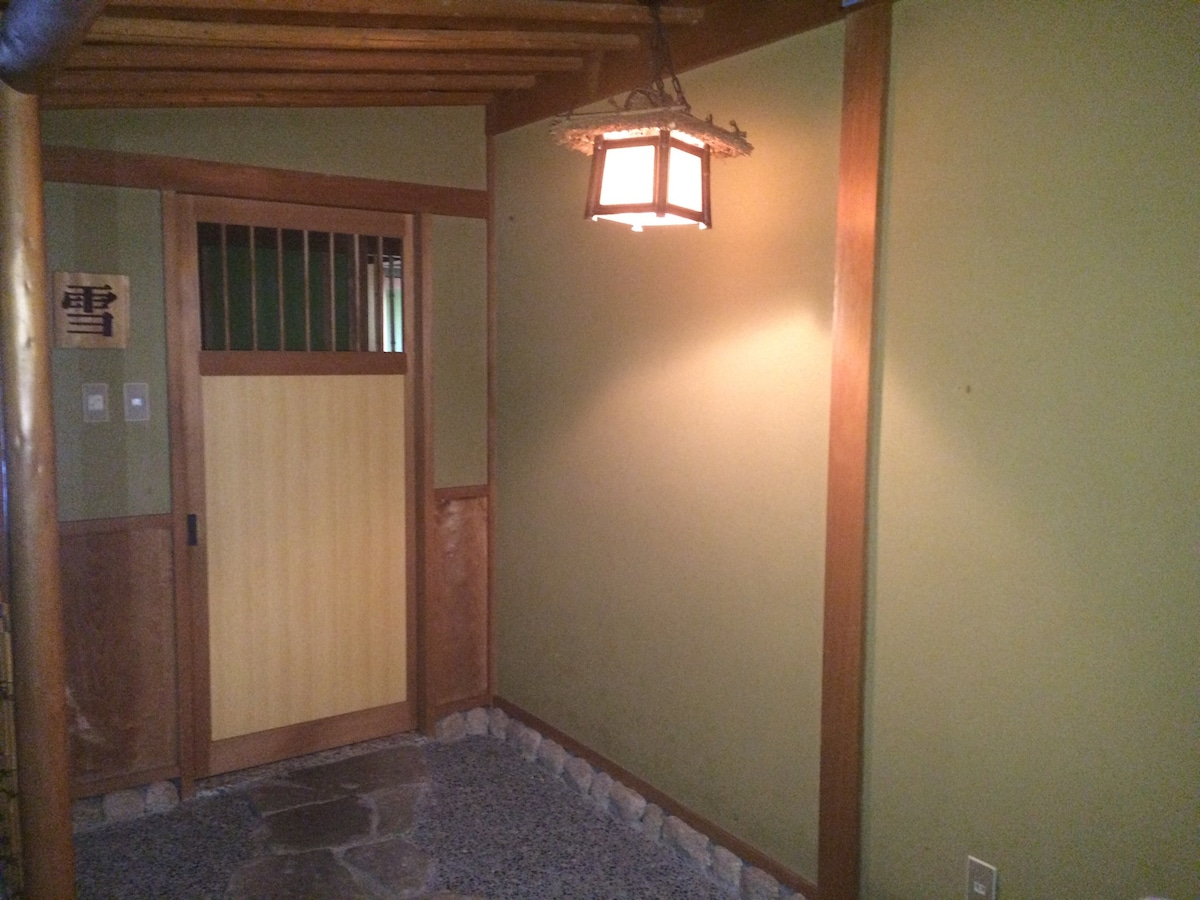 Traditional Japanese room [SNOW]