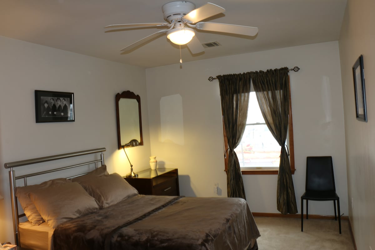Large Room Near NYC Attractions