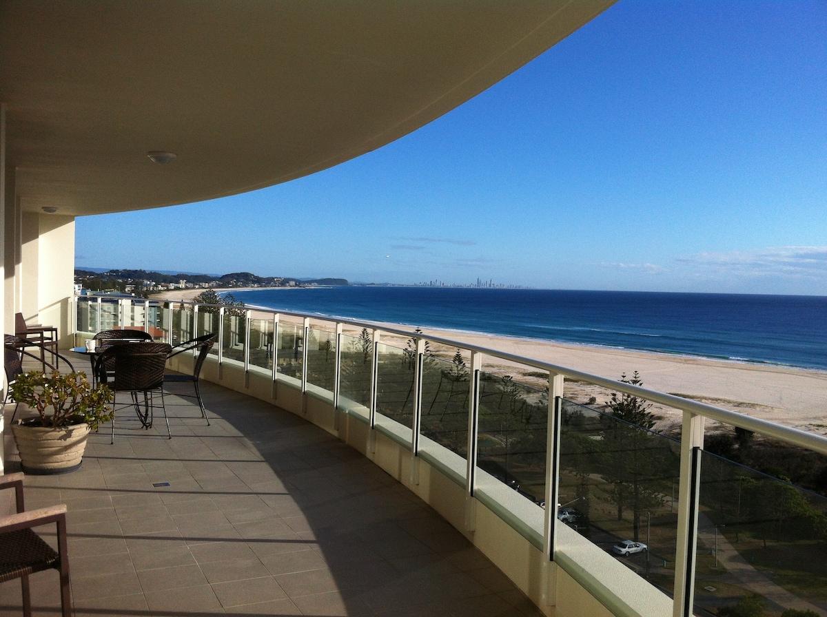 Luxurious Beachfront Apartment Room
