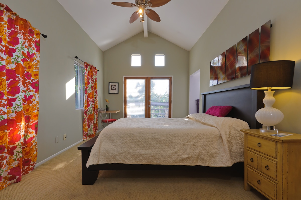 Bright room with vaulted ceiling