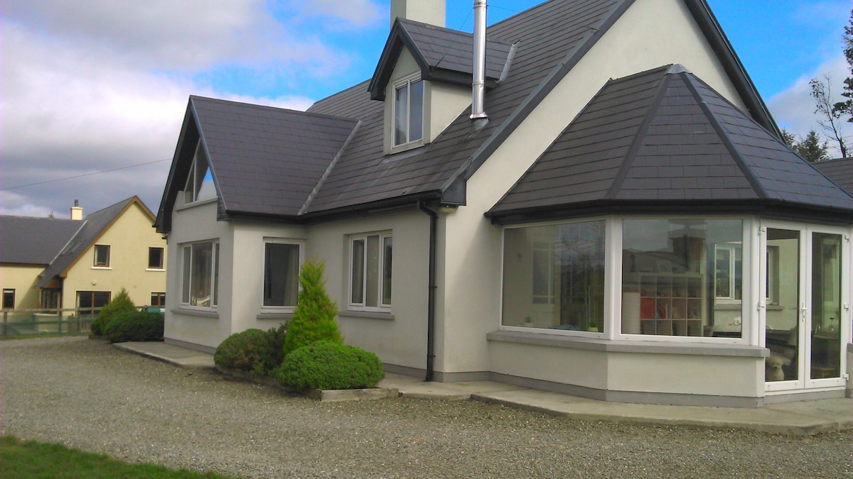 Beautiful & Modern House in Bantry