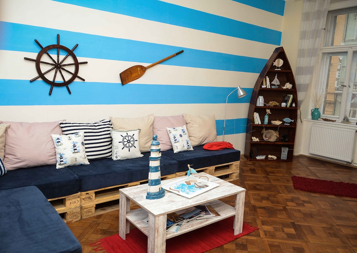 Nautical Apartment with 2 bathrooms